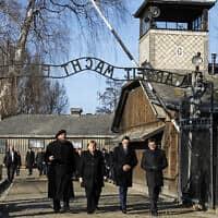 קנצלרית גרמניה אנגלה מרקר מבקרת באושוויץ (צילום: Markus Schreiber/AP)
