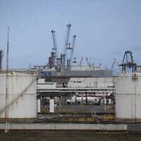 מיכלי אחסון דלק בחברת הנפט המדינתית של מקסיקו – ארכיון (צילום: Felix Marquez, AP)