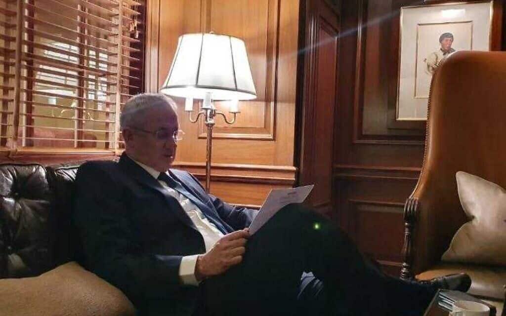 גנץ מתכונן לפגישה עם טראמפ (צילום: דוברות כחול-לבן)