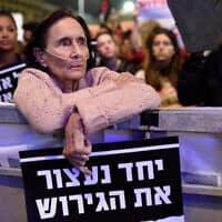 יעל דיין בהפגנה בככר רבין נגד גירוש מבקשי מקלט, מרץ 2018 (צילום: גיל יערי / פלאש 90)