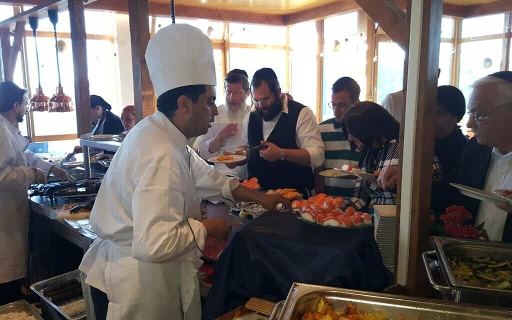חדר האוכל שהותאם לחרדים במלון בשוויץ