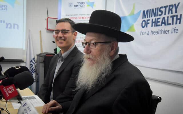שר הבריאות יעקב ליצמן במסיבת עיתונאים בתל אביב, היום. עצר את הטיסות מסין לישראל מחשש להתפרצות וירוס הקורונה (צילום: Avshalom Sassoni/Flash90)