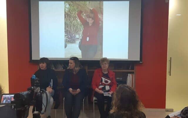 מימין: נינה גלן, קסניה סבטלובה וזהבה גלאון בהשקת ספר שירה שהוצא לזכרה של איריס וסילייב