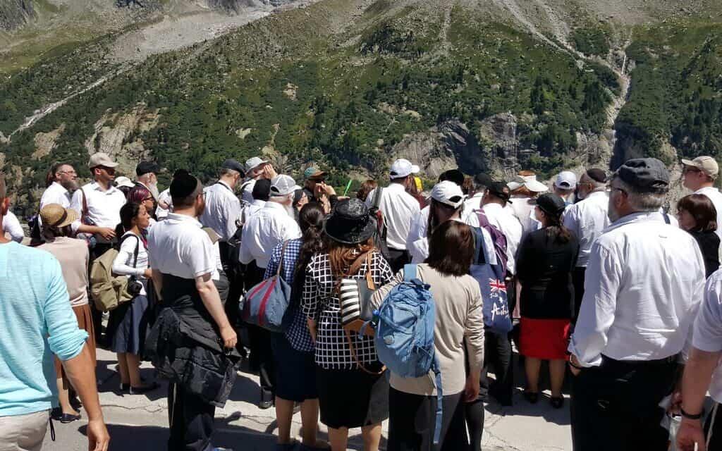 קבוצה  של ישראלים מהמגזר החרדי מבקרת בהר מון בלאן בשוויץ