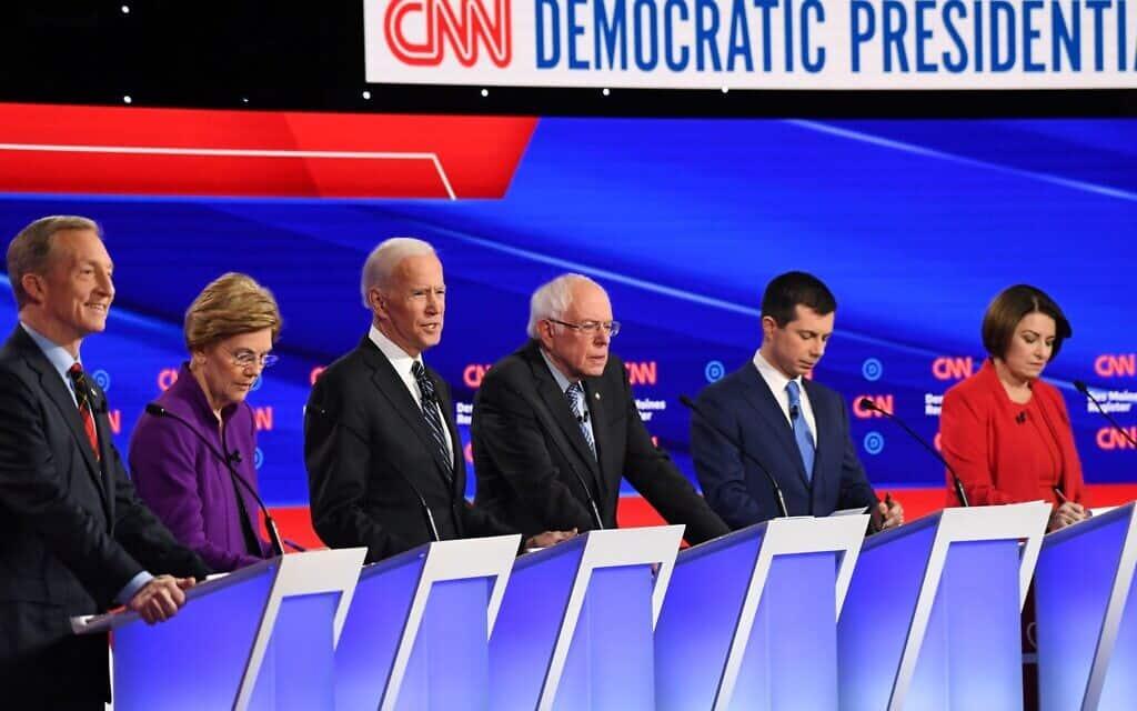 ששה מהמועמדים הדמוקרטיים המובילים בעימות האחרון ביניהם בחודש ינואר. מימין: איימי קלובישר, פיט בוטיג׳ג׳, ברני סנדרס, ג׳ו ביידן, אליזבט וורן, טום סטייר
