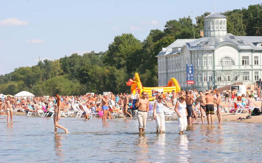 חוף יורמלה בלטביה, ב-8 ביוני, 2005 (צילום: Jurmalastic/Wikimedia Commons)