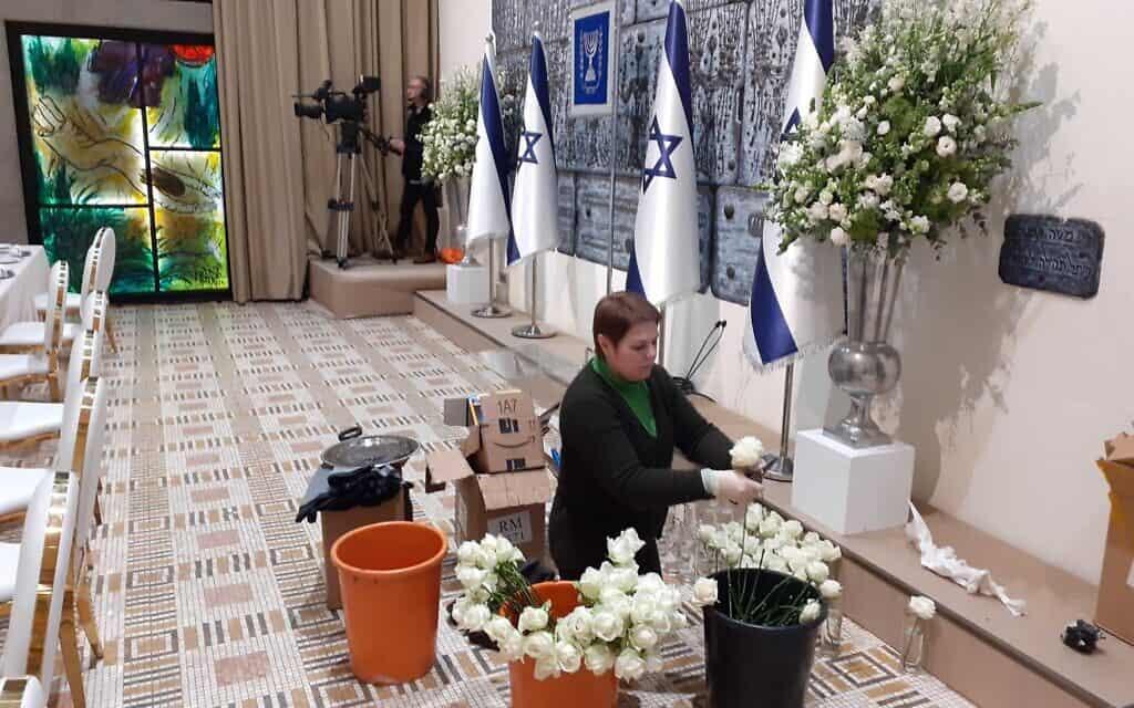 הכנות בבית הנשיא לארוחת הערב, היום (צילום: Raphael Ahren, The Times of Israel)