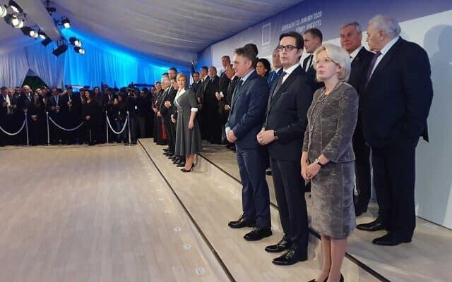 ההכנות לתמונה הקבוצתית בבית הנשיא, הערב (צילום: Raphael Ahren, The Times of Israel)