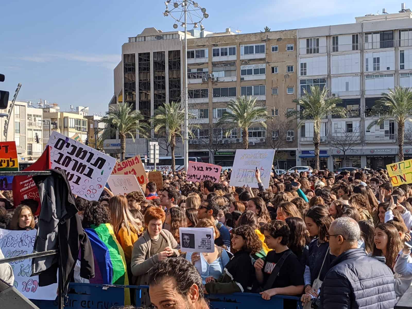 הפגנת תלמידי התיכון נגד השר רפי פרץ (צילום: דניאל חן)