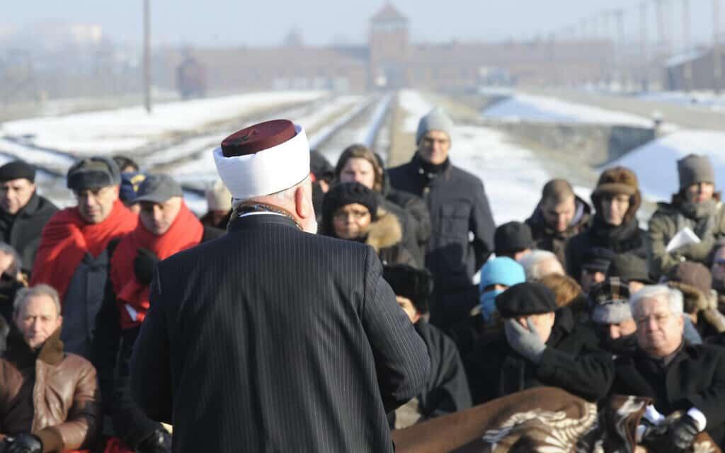 איש דת מוסלמי מבקר באושוויץ, ארכיון, 2011 (צילום: AP Photo/Alik Keplicz)