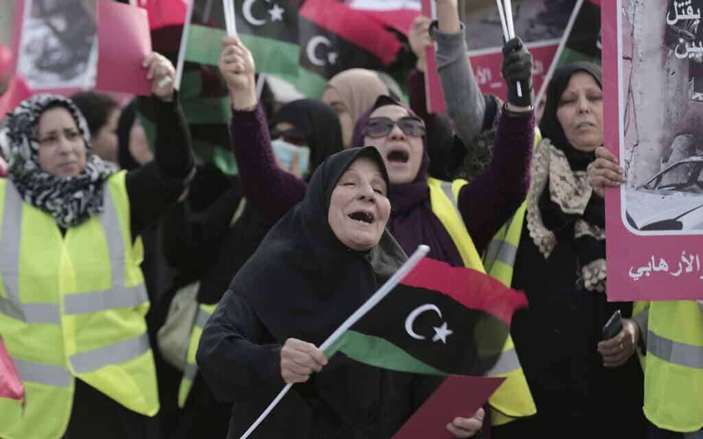 נשים משתתפות במחאה חברתית בלוב, ארכיון, אפריל 2019 (צילום: AP Photo/Hazem Ahmed)