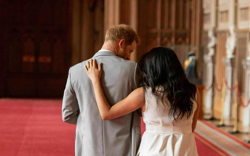 מייגן והנסיך הארי בטירת וינדזור, אחרי הולדת בנם ארצ׳י. 8 במאי 2019 (צילום: Dominic Lipinski/Pool via AP)