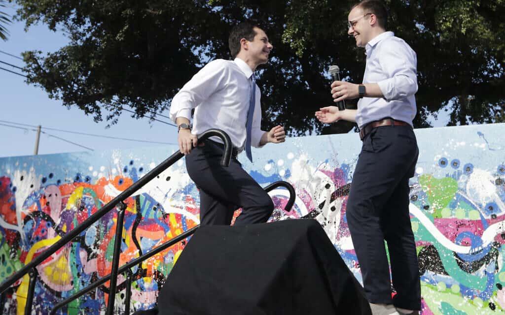 פיט בוטיג'ג' (משמאל) ובן זוגו (צילום: (AP Photo/Lynne Sladky, File)