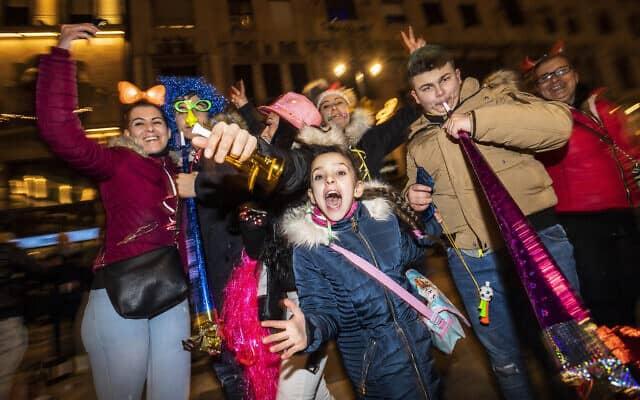 חגיגות השנה החדשה והעשור החדש בהוגריה (צילום: Marton Monus/MTI via AP)