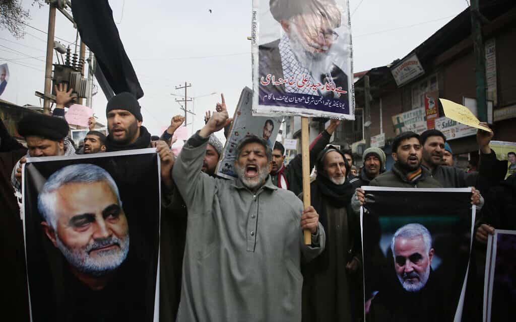 שיעים בקשמיר מפגינים בעקבות חיסולו של קסאם סולימאני. 3 בינואר 2020 (צילום: AP Photo/Mukhtar Khan)