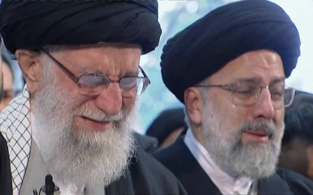 חמינאי, משמאל, מזיל דמעות על מות סולימאני (צילום: Iran Press TV via AP)