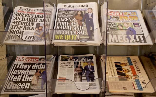 שערי העיתונים בבריטניה ביום שאחרי הודעת הנסיך הארי ומייגן כי ברצונם לפרוש מבית המלוכה (צילום: AP Photo/Kirsty Wigglesworth)
