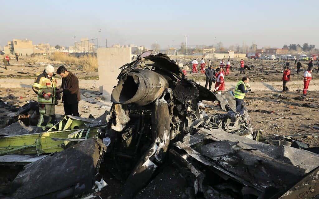 שאריות המטוס האוקראיני שיורט על ידי איראן, בסמוך לטהרן (צילום: AP Photo/Ebrahim Noroozi)