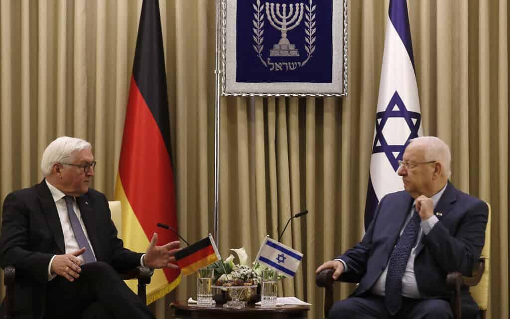 נשיא ישראל ריבלין (מימין) ונשיא גרמניה שטיינמאייר בבית הנשיא, היום (צילום: Atef Safadi/Pool Photo via AP)