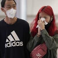 נוסעים בהונג קונג (צילום: AP Photo/Kin Cheung)