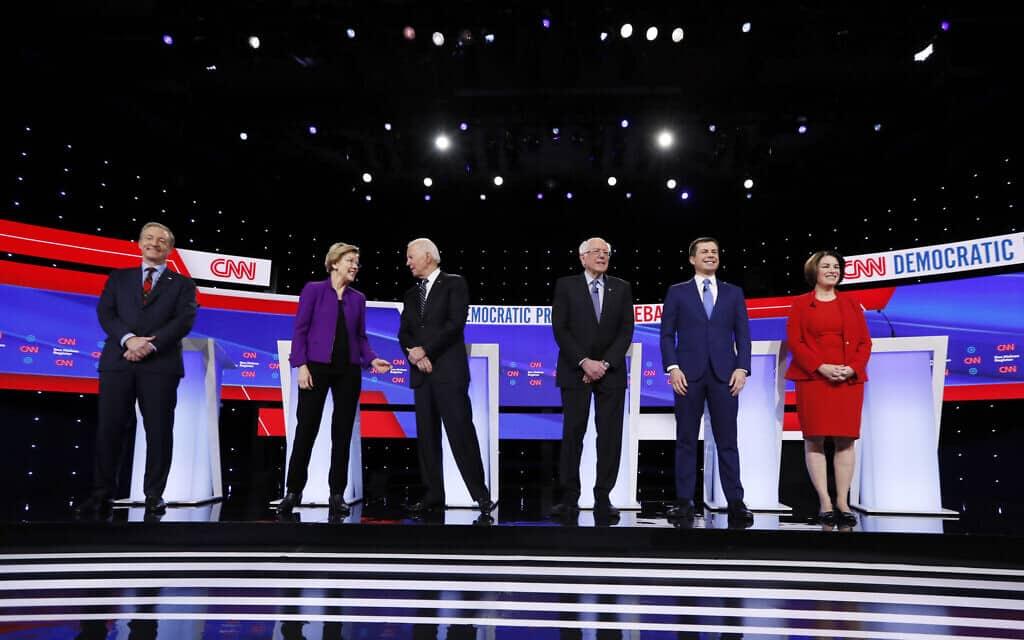 פיט בוטיג'ג' (שני מימין) בעימות הדמוקרטי, ינואר 2020 (צילום: AP Photo/Charlie Neibergall, File)