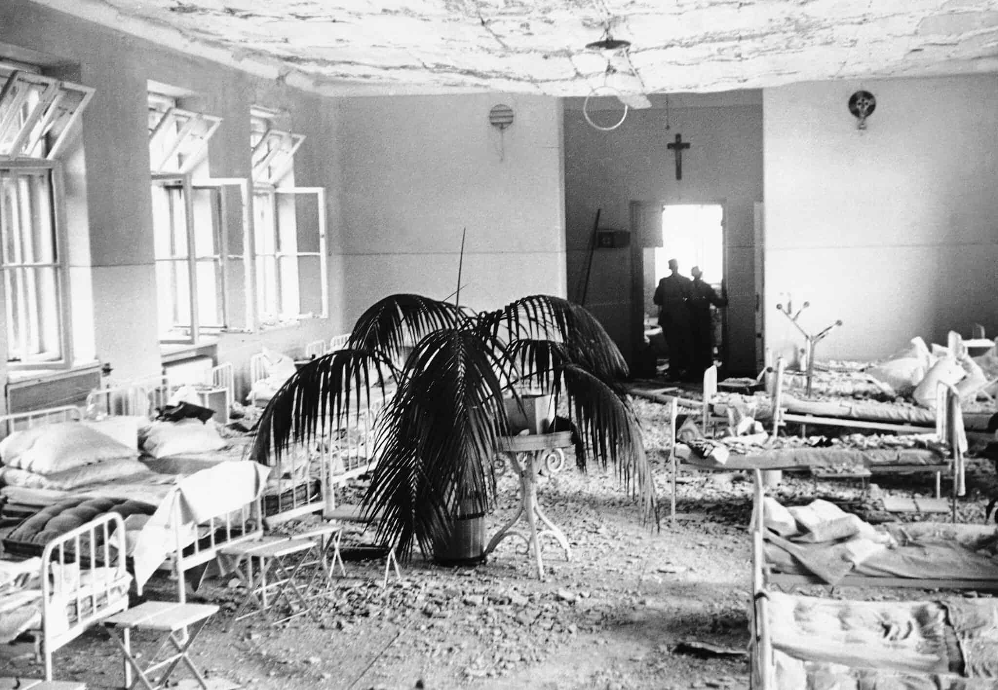 בית חולים בוורשה, לאחר שהופצץ על ידי הגרמנים, 1939 (צילום: AP Photo/Julien Brya)
