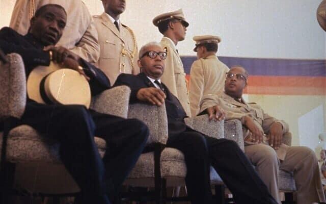 פאפא דוק, במרכז, 1963 (צילום: AP)