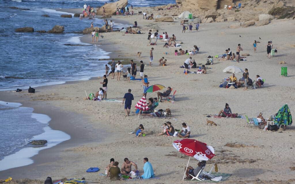 חוף פלמחים (צילום: Yonatan Sindel / Flash90)