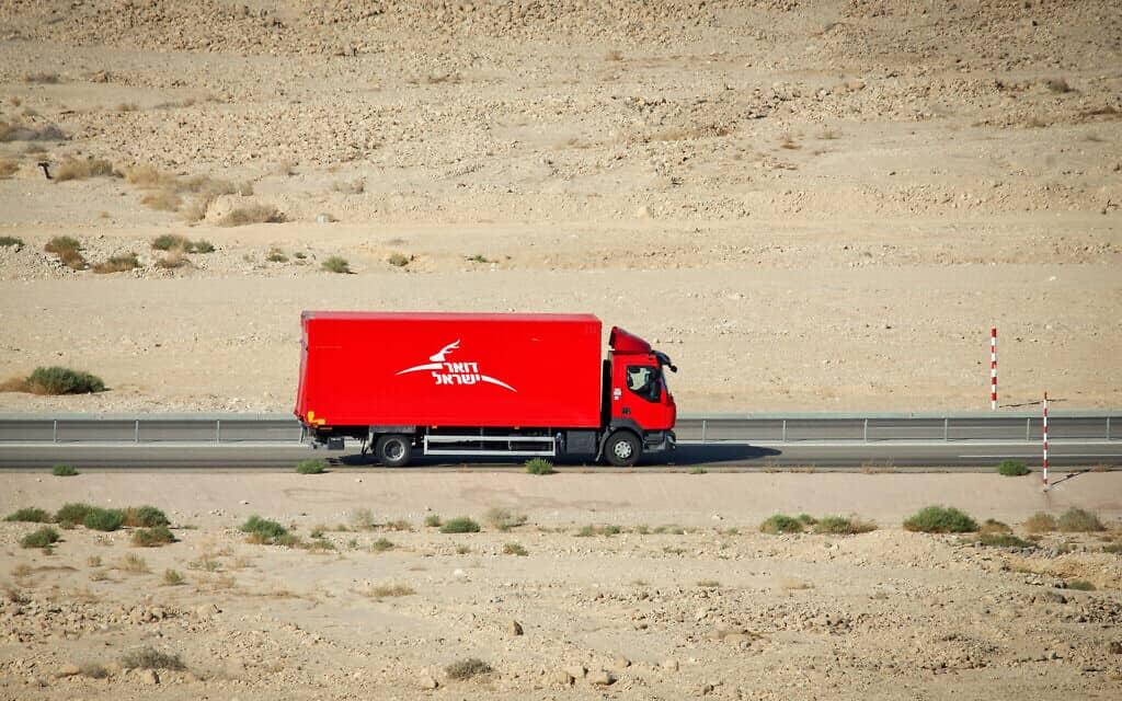 משאית חלוקה של דואר ישראל (צילום: Moshe Shai/FLASH90)
