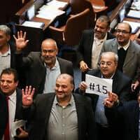 חברי הרשימה המשותפת בהצבעה על פיזור הכנסת. דצמבר 2019 (צילום: Olivier Fitoussi/Flash90)
