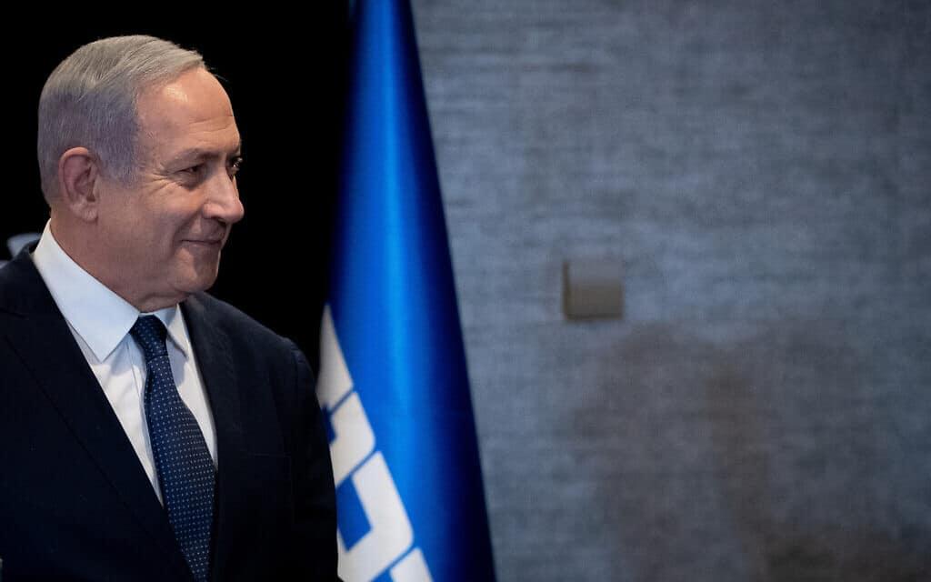 בנימין נתניהו במסיבת עיתונאים במלון אוריינט בירושלים, מכריז כי הגיש לכנסת בקשה לחסינות. 1 בינואר 2020 (צילום: יונתן סינדל/פלאש90)