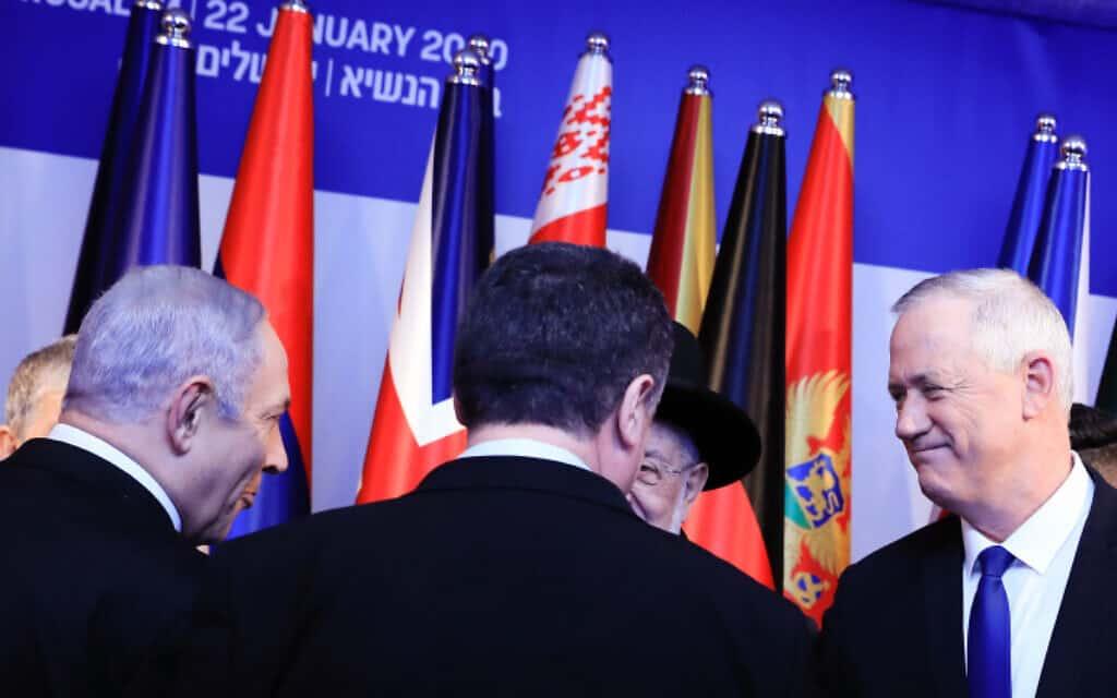 גנץ (מימין) ונתניהו בבית הנשיא, הערב (צילום: אוליבייה פיטוסי, פלאש 90)