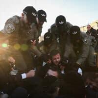 עימות בין שוטרים למפגינים בירושלים, 26 בינואר 2020 (צילום: יונתן זינדל, פלאש 90)