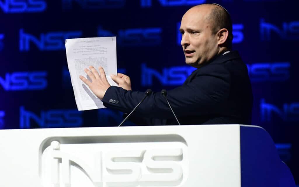 שר הביטחון בנט נושא דברים בכנס הבינלאומי השנתי של המכון למחקרי ביטחון לאומי בתל אביב, היום (צילום: תומר נויברג, פלאש 90)
