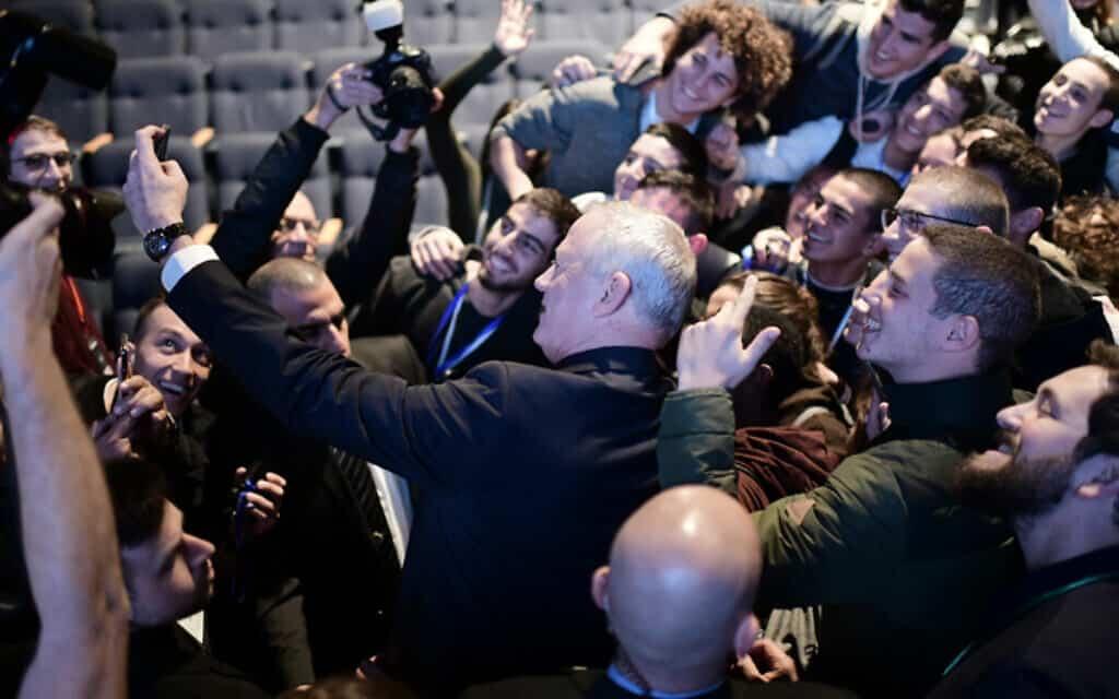 גנץ בכנס הבינלאומי השנתי של המכון למחקרי ביטחון לאומי בתל אביב, היום (צילום: תומר נויברג, פלאש 90)