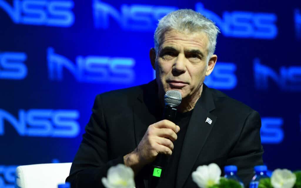 """יאיר לפיד בכנס המכון למחקר בטחון לאומי, הערב. """"ואדי ערה לא תעבור לפלסטינים"""" (צילום: Avshalom Sassoni/Flash90)"""