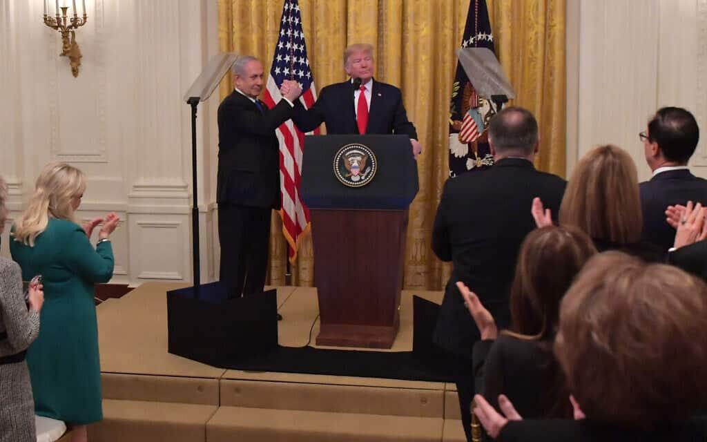 """ראש הממשלה בנימין נתניהו עם נשיא ארצות הברית דונלד טראמפ באירוע הכרזת תוכנית המאה של הנשיא האמריקני בבית הלבן. 28 בינואר 2020 (צילום: קובי גדעון / לע""""מ)"""