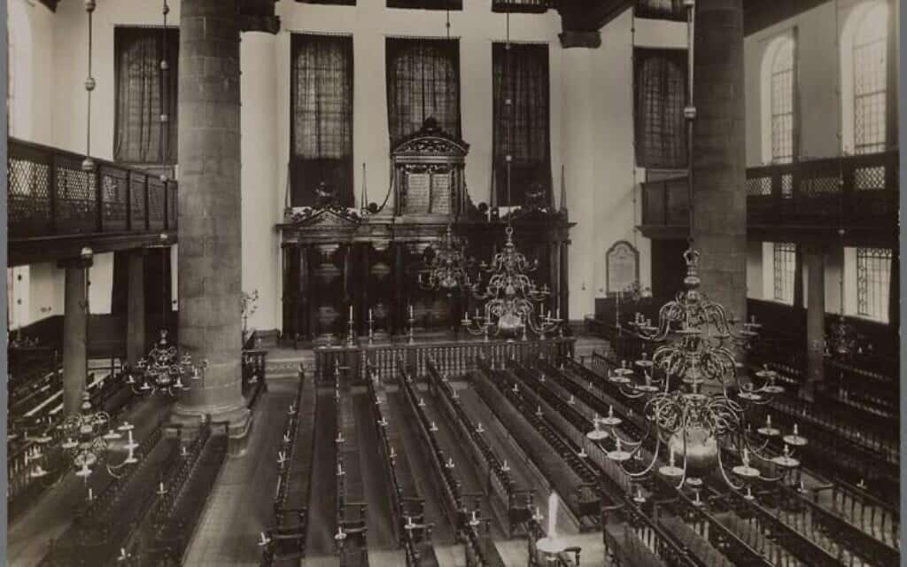 פנים בית הכנסת הפורטוגזי באמסטרדם בשנות ה-20 (צילום: רשות הציבור)