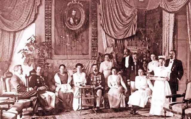הקונסול הרוסי ואורחיו במעונו, שנות ה-1890 (צילום: American Colony photographers - American Congress Library)