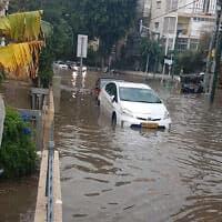 הצפות ליד העירייה, בצומת שד׳ בן-גוריון ורחוב אדם הכהן (צילום: פייסבוק)