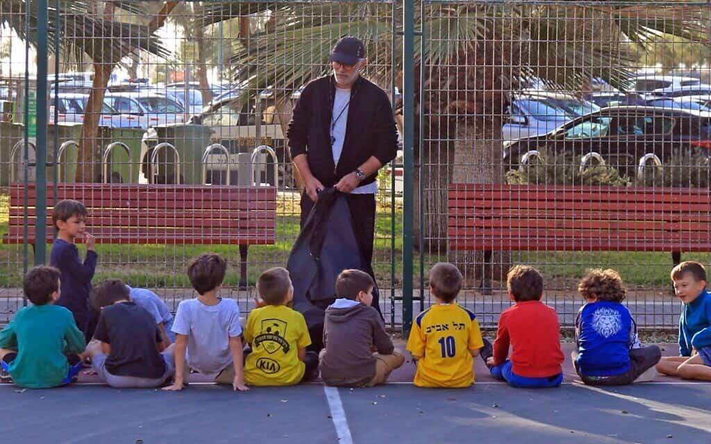 שיחה עם תלמידים בתל אביב, ארכיון, אילוסטרציה, למצולמים אין קשר לנאמר בכתבה (צילום: istockphoto)