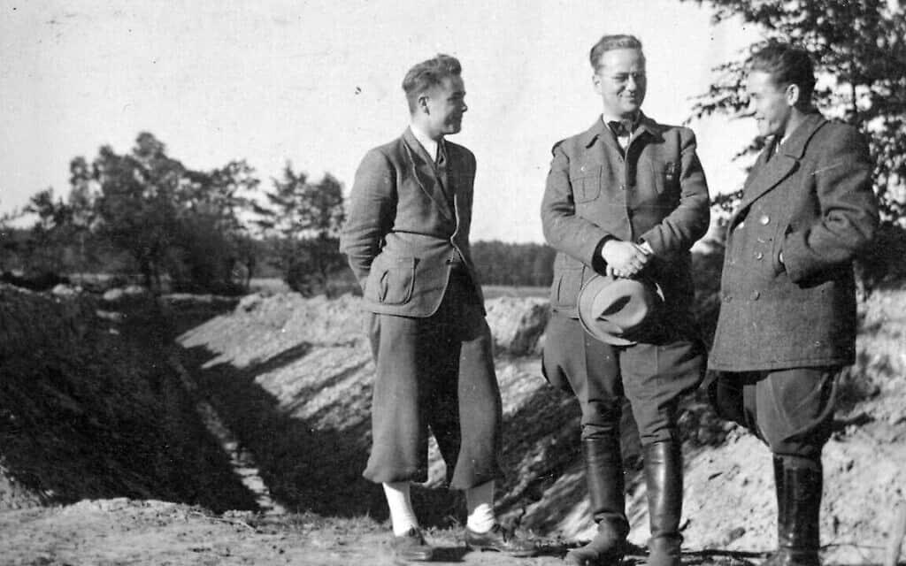 הלמוט קלייניקה, במרכז, ניצל את תפקידו בתקופת המלחמה כדי להציל מספר מוערך של מאות יהודים (צילום: יוטה שפצק/מועצת הסעד היהודית בגרמניה)