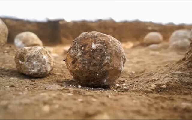 חפירות מגרש הרוסים, צילום מסך מסרטון של רשות העתיקות (צילום: רשות העתיקות)