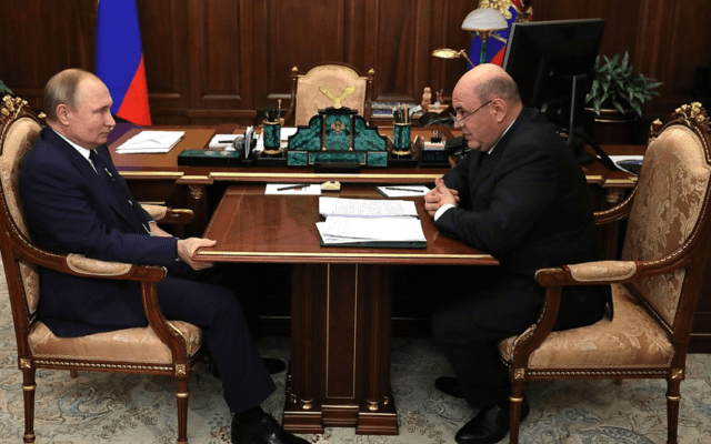 ראש הממשלה המיועד מישוסטין, בפגישה עם פוטין בנובמבר (צילום: אתר הקרמלין)