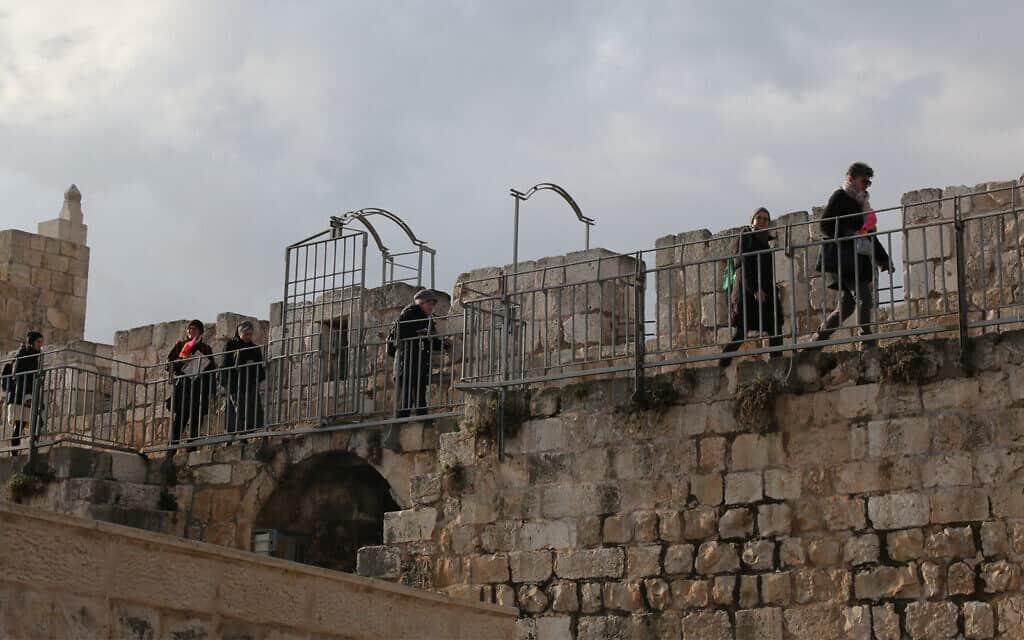 טיילת החומות (צילום: שמואל בר-עם)