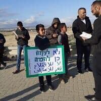 הפגנה של בדוואים בצומת הכניסה לא-זרנוג. ינואר 2020 (צילום: עומר שרביט)
