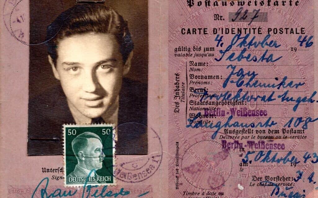 תעודת הזהות מברלין, המתוארכת לאוקטובר 1943, שמצאה אריאנה נוימן כילדה. התעודה נושאת את תמונתו של אביה הנס נוימן בצעירותו, אבל השם המצוין בה הוא יאן שבסטה (צילום: באדיבות אריאנה נוימן)