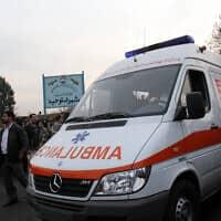 צוותי רפואת חירום באיראן, ארכיון; למצולמים אין קשר לידיעה (צילום: Hasan Sarbakhshian, AP)