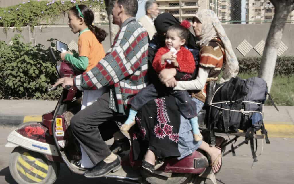 משפחה מצרית, ארכיון, 2008 (צילום: AP Photo/Amr Nabil)