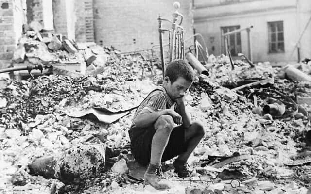ורשה המופצצת, 1939 (צילום: AP Photo/Julien Bryan/File)